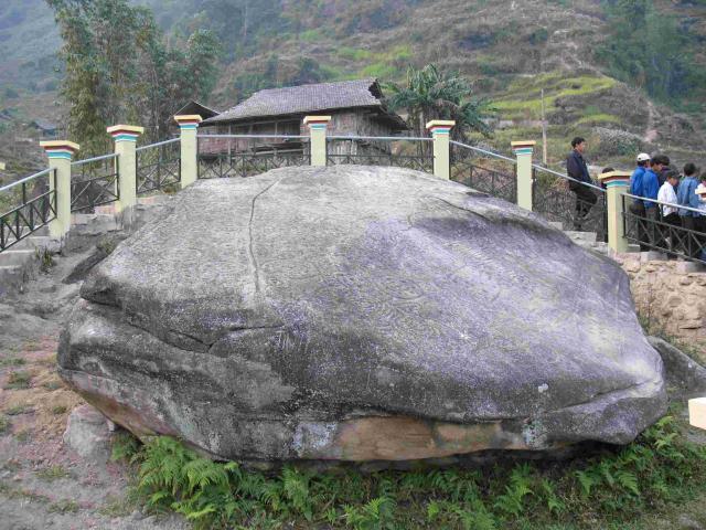 Bãi đá cổ Nấm Dần - Điểm du lịch hấp dẫn ở Hà Giang