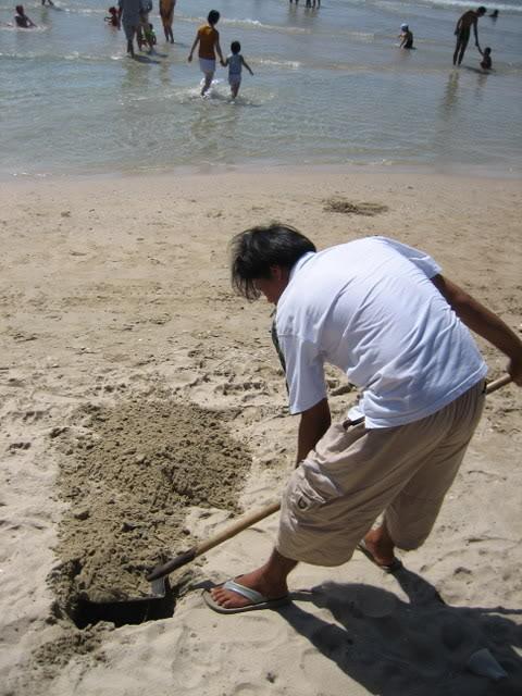 (xúc vài xẻng cát là đã có nước ngọt)