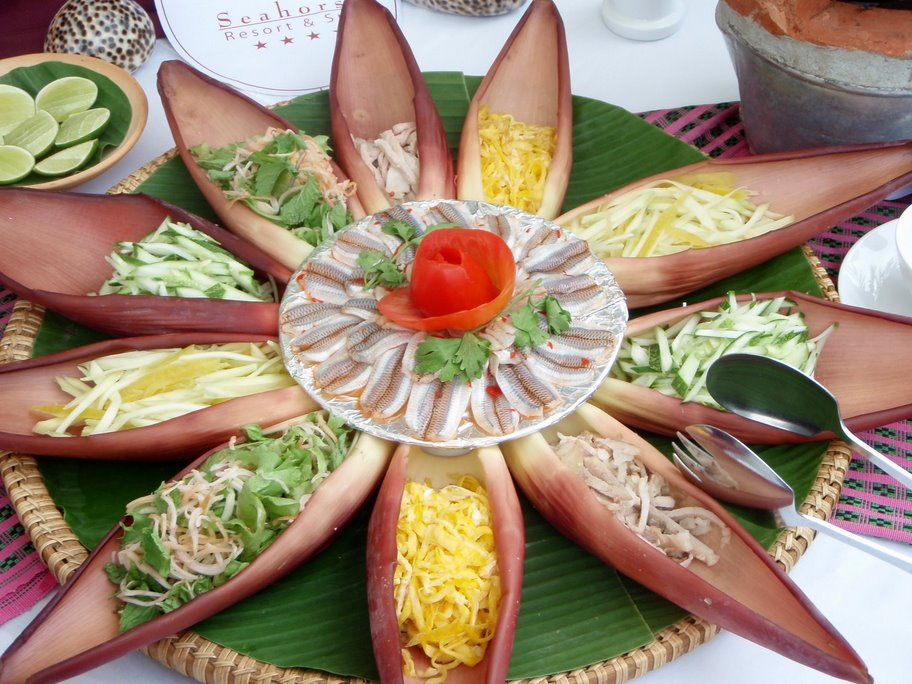 Đồ ăn ở bãi Lữ chủ yếu là hải sản