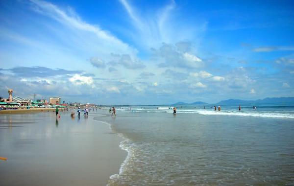 Tắm biển Long Hải và vui chơi trên bãi biển.