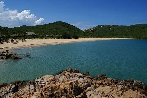 Quang cảnh bãi biển Minh Châu.