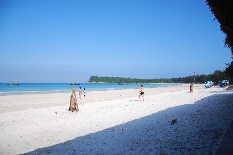 Cận cảnh bãi biển Minh Châu