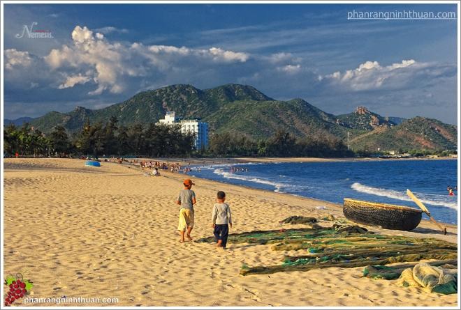 biển Ninh Chữ hiện nay đã có một con lộ thông thoáng để du khách đến khu du lịch biển này