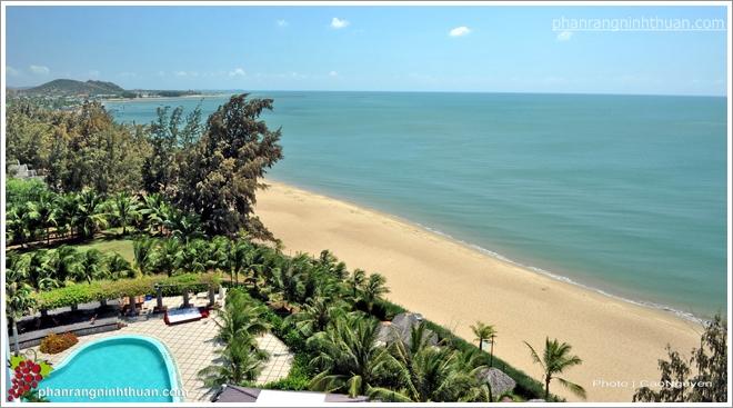 Dịch vụ giải trí cho du khách trên bãi biển Ninh Chữ