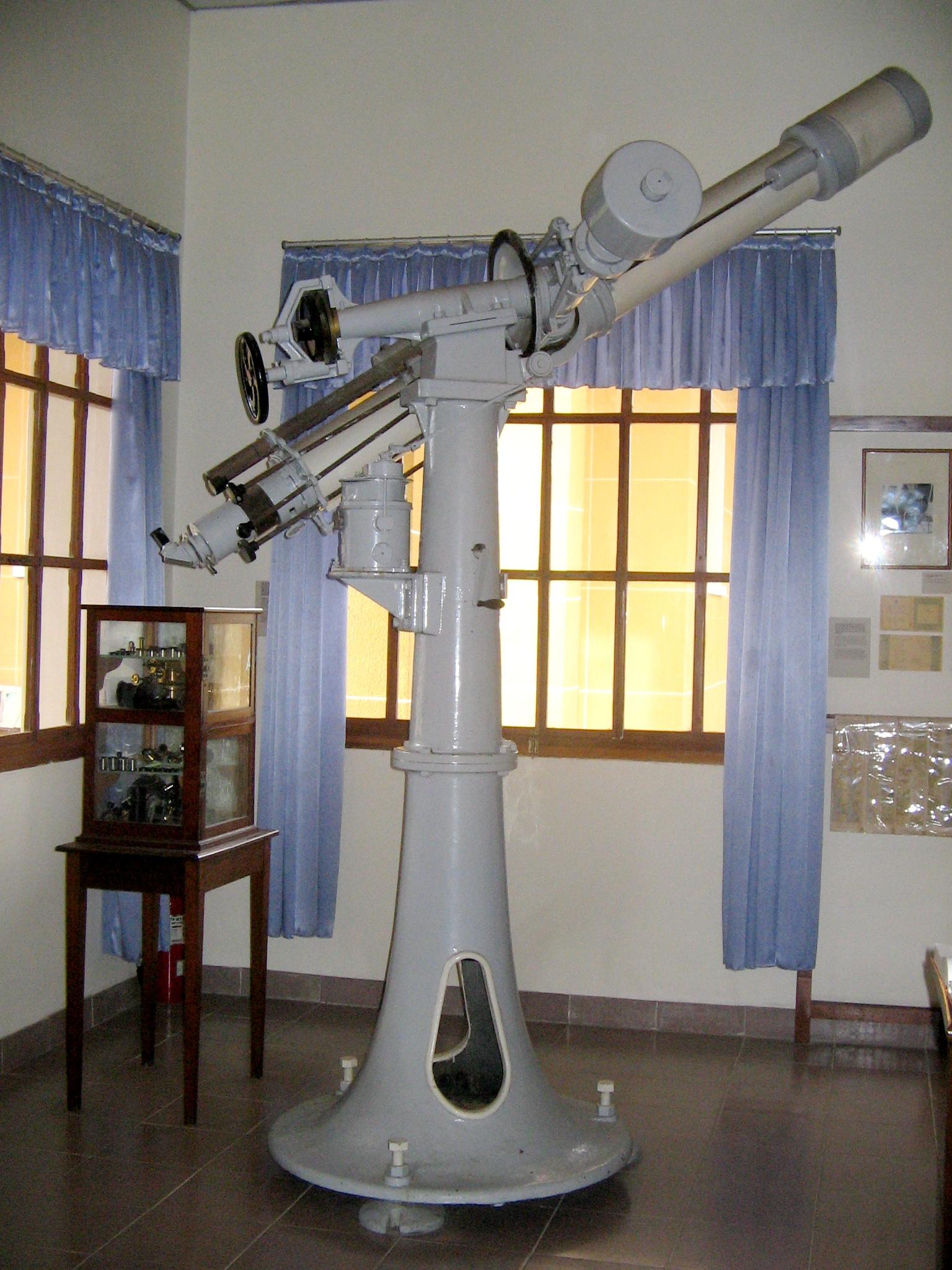 Kính thiên văn trong bảo tàng
