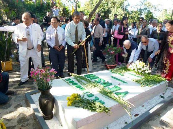 Viếng mộ A. Yersin