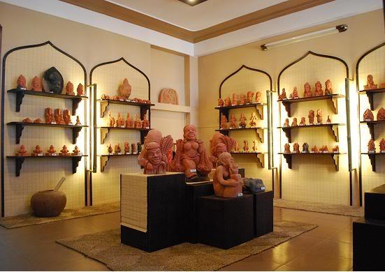 Bảo tàng hiện đang bảo quản gần 10.000 hiện vật gốc, hơn 5.000 tư liệu hình ảnh thuộc về các thời kỳ lịch sử khác nhau,
