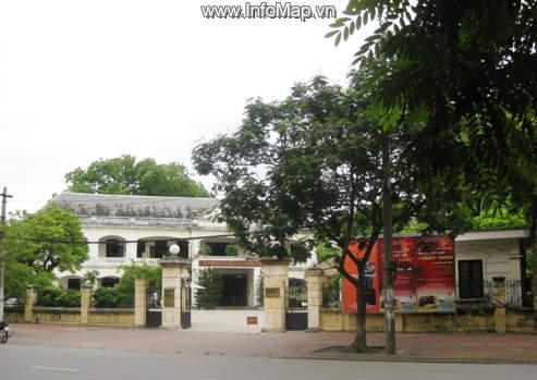 Cổng bảo tàng