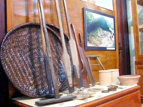 Đồ vật trưng bày giản dị và quen thuộc với nông thôn Việt Nam