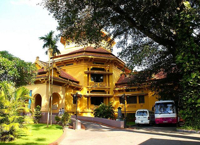 Những di tích trưng bày phong phú sẽ tái hiện cho bạn thấy sự phát triển liên tục và rực rỡ của nền văn hoá cổ Việt Nam
