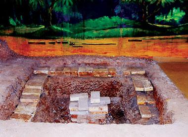 Hiện trường khai quật di tích Gò Xoài, Long An.