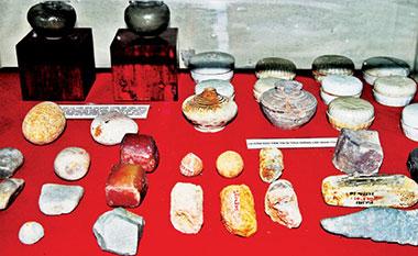 Hiện vật sưu tập tại di tích Giồng Lốp năm 1987.