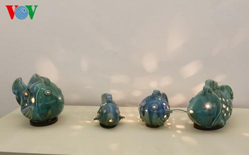 """Tác phẩm """"Bộ đèn cá"""" bằng gốm của tác giả Hoàng Vân Anh đoạt giải nhất ở kỳ triển lãm lần thứ III"""
