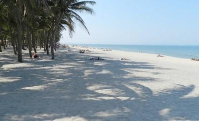 Dải cát trắng dài vô tận