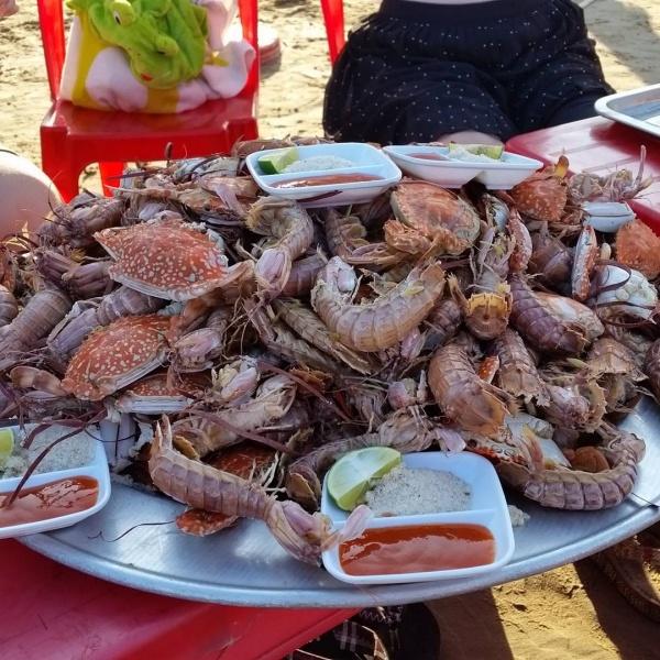 Hải sản tươi sống trên bãi biển Hải Hòa.