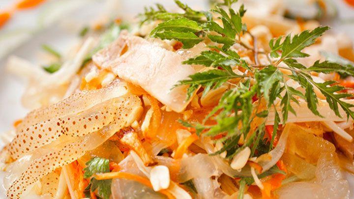 Gỏi sứa, món ngon độc đáo của vùng biển Hải Hòa.