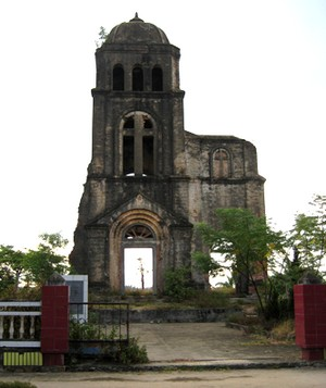 Tháp chuông nhà thờ Tam Tòa – Ảnh: nguoicaotuoi (vnexpress.net)