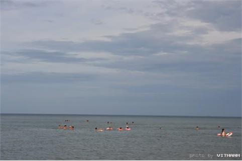 Tắm biển là hình thức du lịch, nghỉ dưỡng phổ biến nhất trong những ngày hè