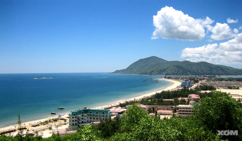 Bãi biển Thiên Cầm, trong xanh và tràn ngập ánh nắng trong khoảng từ tháng 4 - tháng 8 (ảnh: xóm nhiếp ảnh).