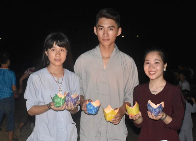 Lễ Phật đản ở chùa Cầm Sơn