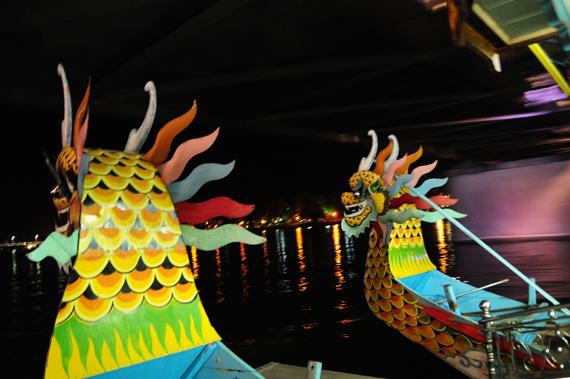 Sự trải nghiệm trên những chiếc thuyền rồng, mang tới du khách những góc nhìn độc đáo về lịch sử, văn hóa đất cố đô