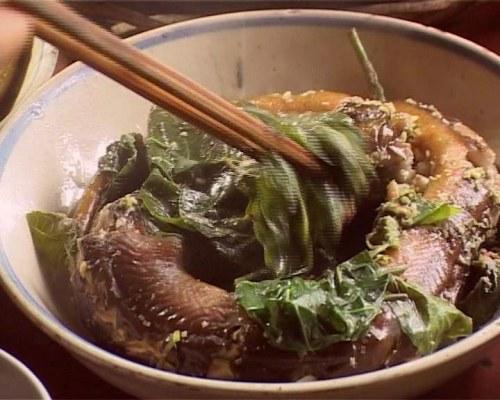 Món ngon Cà Màu: Lươn um lá nhàu.