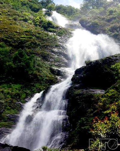 Các thác nước quyến rũ dưới chân dãy Hoàng Liên Sơn