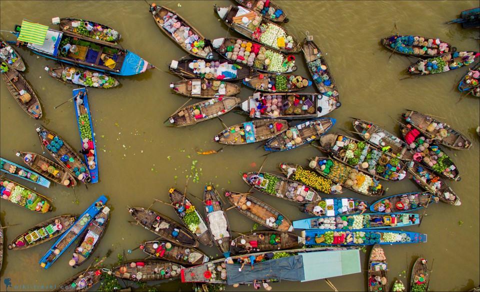 Cần Thơ là thủ phủ của vùng Đồng bằng sông Cửu Long, có mạng lưới kênh rạch chằng chịt