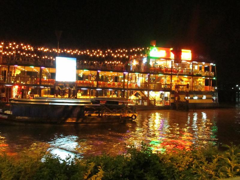 Ăn tối trên du thuyền - Trải nghiệm hấp dẫn ở Cần Thơ.