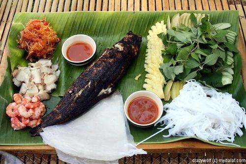 Món ngon ở Tiền Giang: Cá lóc nướng trui.