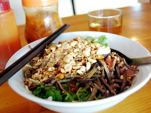 Phở chua Cao Bằng góp thêm phần hấp dẫn cho nét văn hóa ẩm thực của xứ sở miền sơn cước