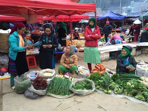 Nhộn nhịp chợ phiên Đồng Văn