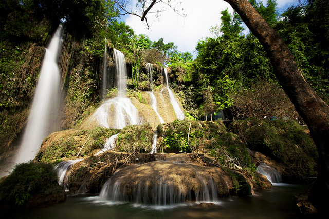 Từ tháng 5 đến tháng 9, có nước từ đầu nguồn về, thác Dải Yếm đẹp mơ màng.