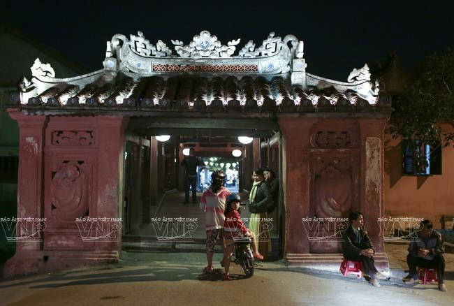 Chùa Cầu còn là điểm nối của hai tuyến đường Trần Phú và Nguyễn Thị Minh Khai ở phố cổ Hội An.