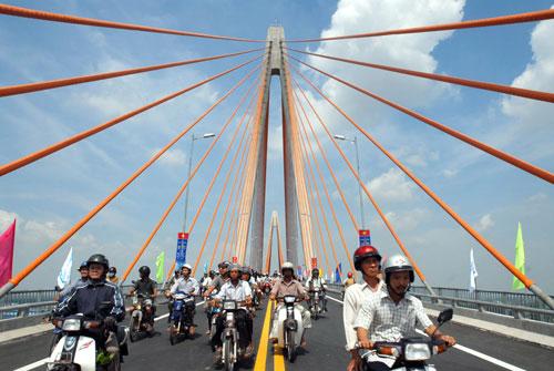 Người dân đi lại thuận tiện hơn nhờ có cây cầu