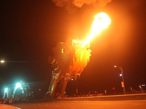 """Cầu Rồng được đăng ký kỷ lục Guinness thế giới là """"Con rồng thép lớn nhất"""""""