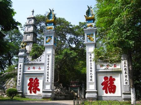 Cổng ngoài đền Ngọc Sơn
