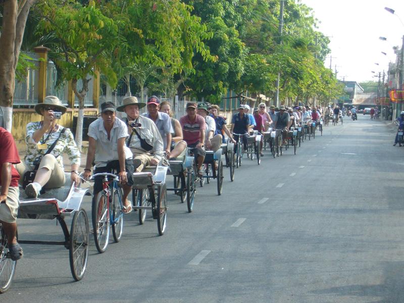 Xe đạp lôi - một phương tiện du lịch độc đáo ở Châu Đốc