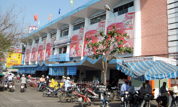 Lượng khách đến với chợ Cồn hiện nay không chỉ đơn thuần để mua sắm mà đây còn là điểm tham quan hấp dẫn đối với những ai một lần đến thăm Đà Nẵng.