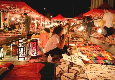 Một gian hàng ở chợ đêm Tây Đô