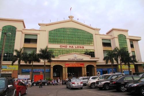 Chợ Hạ Long là điểm dừng chân của nhiều du khách đến Quảng Ninh. Ảnh:dulichvanminh