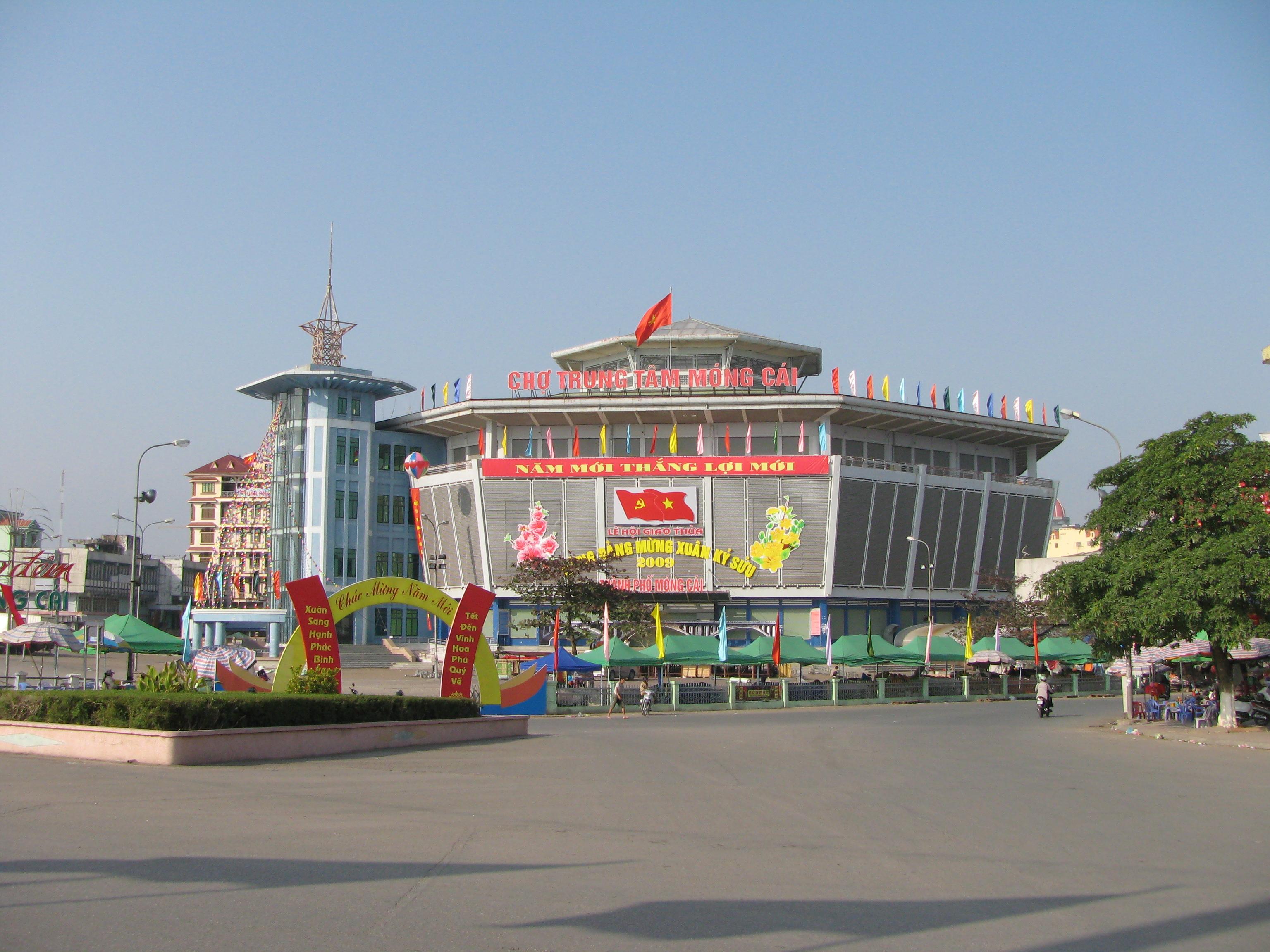 Chợ cửa khẩu Móng Cái