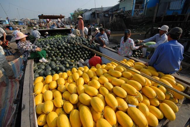Hàng hóa chủ yếu ở chợ Ngã Bảy là nông sản, nhất là các loại trái cây