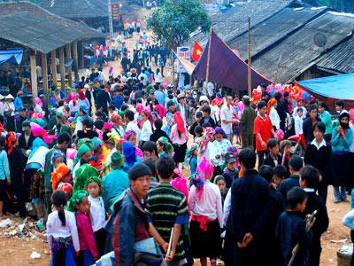Chợ Khâu Vai còn là nơi mua bán, trao đổi hàng hóa của người dân