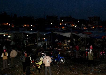 Chợ Viềng ban đêm