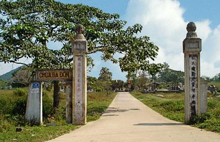 Cổng chùa Ba Đồn