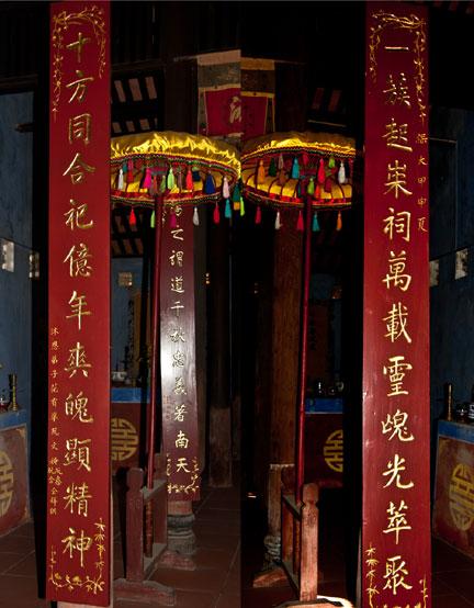 Câu đối trong chùa