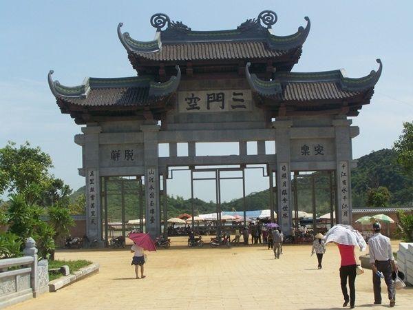 Cổng Tam quan chùa Bái Đính