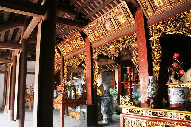 Hành làn Tam Bảo chùa