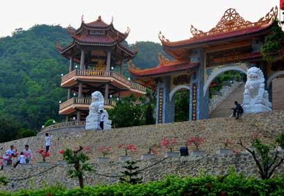 kiến trúc và cảnh quan đẹp tọa lạc bên bờ Vịnh Bái Tử Long